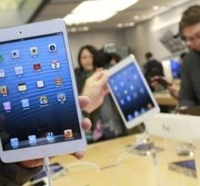 people try out the new iPad minis